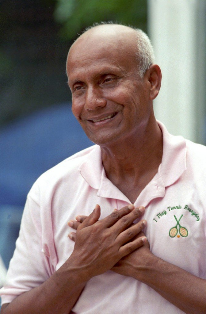 Sri Chinmoy: I play tennis every day by Pavitrata