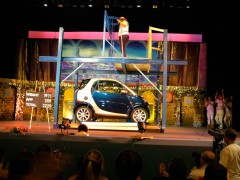 Challenging Impossibility: Sri Chinmoy lifts car